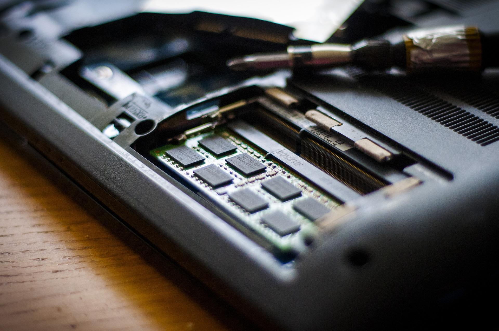 Számítógép-szerelő, karbantartó OKJ képzés